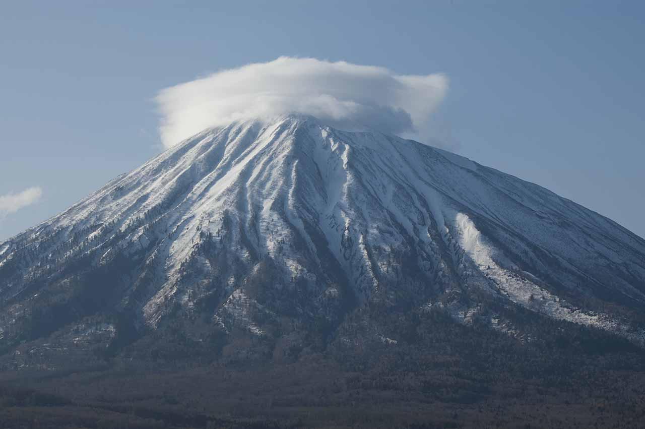 羊蹄山 笠雲 独立峰