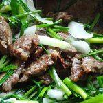 駆除で獲ったエゾシカ肉を醤油・酒・ニンニクにつけ一晩置き、衣をつけて野菜と共に炒めた話